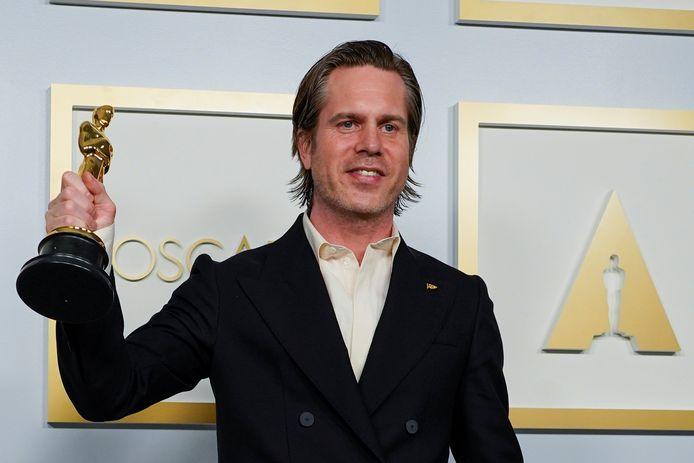 Mikkel E. G. Nielsen, met zijn Oscar voor Beste Editing, dankzij 'Sound of Metal'.