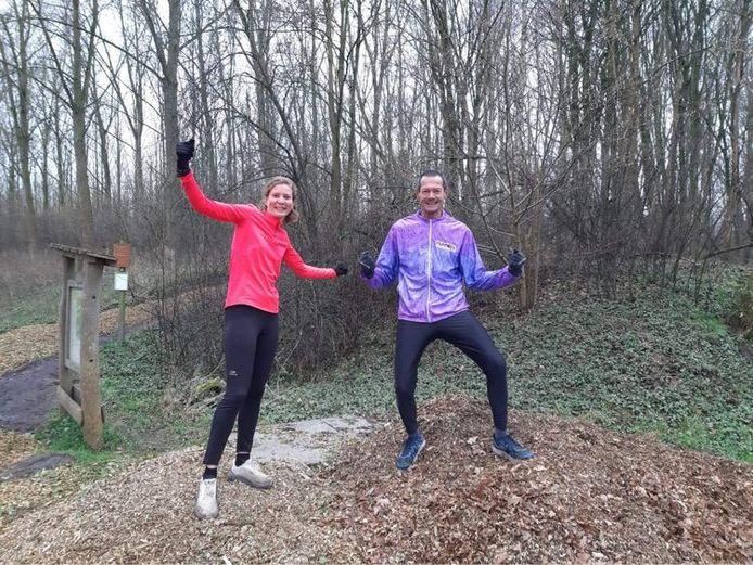 Lisz Verbeeck en haar vader Chris op het parkoers in Axel.