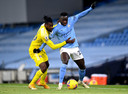Benjamin Mendy in duel met Fulhams Andre-Frank Zambo Anguissa.
