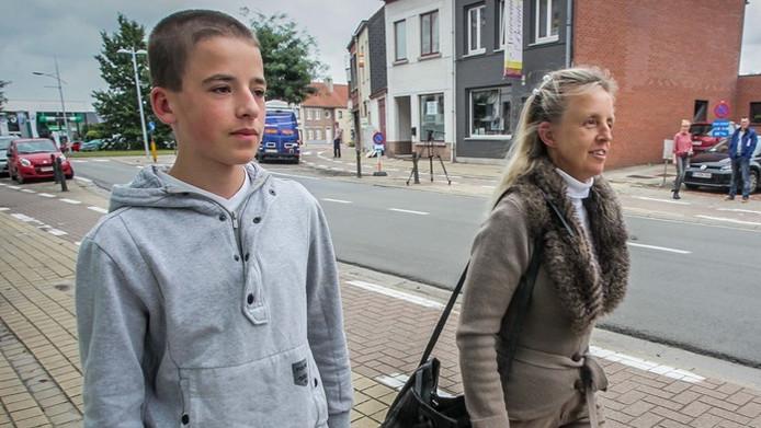 De 15-jarige Giel, samen met zijn moeder.