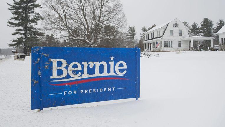 Een campagnebord voor Bernie Sanders. Beeld epa