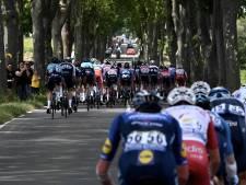 Un peloton réduit prend le départ de la 14e étape du Tour