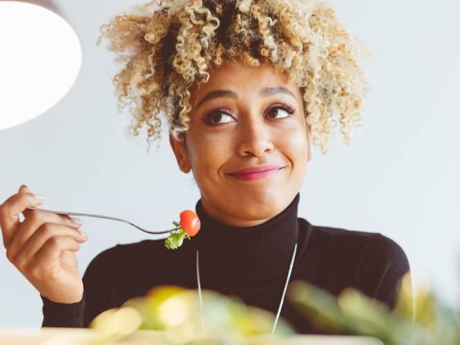 """Deze voeding heeft je lichaam nodig in elke fase van je menstruele cyclus: """"Zin in zoet? Laat koekjes of snoep toch links liggen"""""""