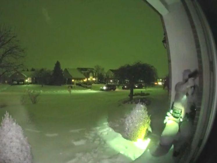 Harde beelden: man opent vuur op politieagente tijdens huiszoeking