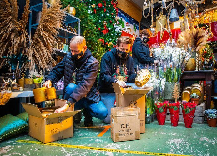 In november maakte Jeroen van den Berg van zijn loods nog een warme kersthal.