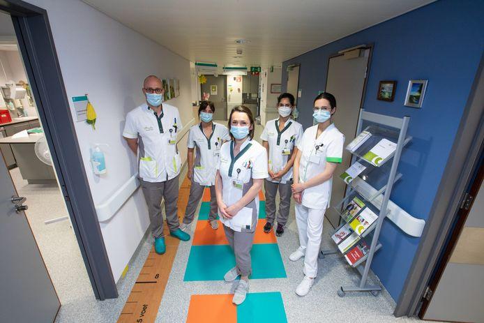 De zorgverleners van het Sint-Trudo Ziekenhuis kunnen eindelijk weer ademhalen, nu het ziekenhuis coronavrij is.