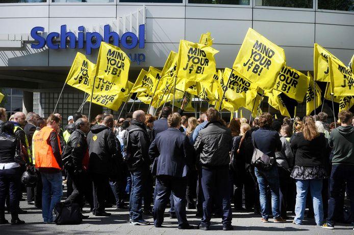 Beveiligers op Schiphol voerden eerder al actie via een protestmars.