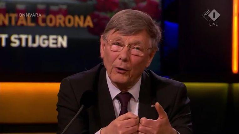Ab Osterhaus vertelde in maart bij talkshow Op1 waarom het zo belangrijk is om zo snel mogelijk in lockdown te gaan. Beeld Videostill
