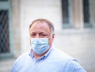 """Marc Van Ranst haalt eerste slag thuis tegen coronascepticus Willem Engel, maar maandag kijken ze elkaar een tweede keer in de ogen: """"Dit is stalking op juridische wijze"""""""