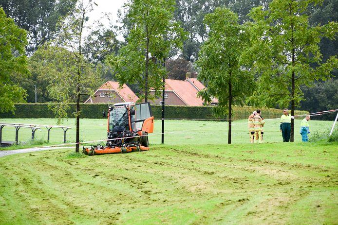 Meerdere hulpdiensten, waaronder een traumahelikopter, werden gealarmeerd voor het ongeval op de Koeweide in Kampen.