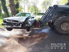 Vriend met tractor schiet te hulp na aanrijding in Saasveld