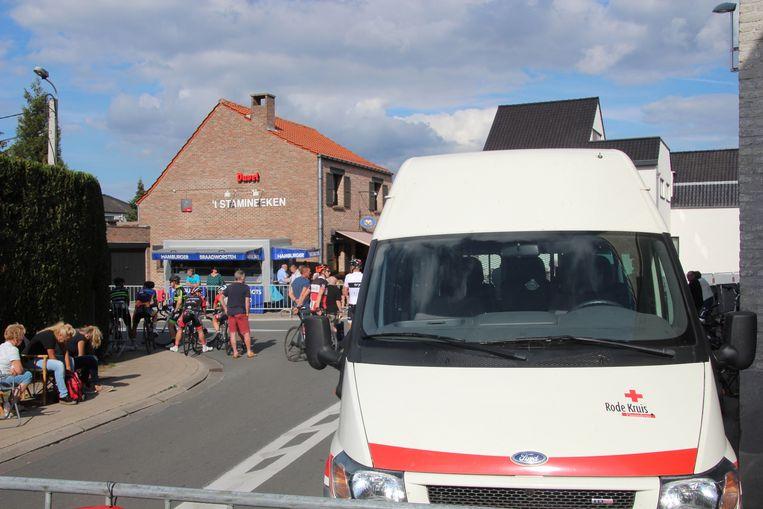De mensen van het Rode Kruis deden samen met toegesnelde ambulanciers en een MUG-team alles wat mogelijk was.