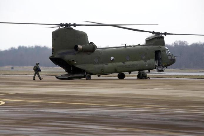 Een Chinook op de vliegbasis van Gilze-Rijen.