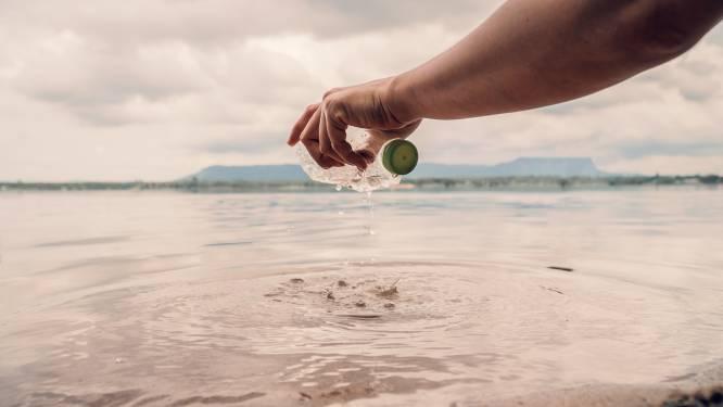 """Morgen is het Wereldoceaandag: """"Elke minuut belandt een vrachtwagen afval in het water"""" (+ volg een gratis yogales ter ere van onze zeeën)"""