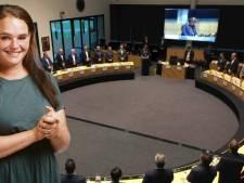 Zelfs zonder borrelnootjes is de commissievergadering leuk.