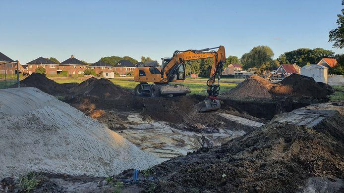 Bouw kavels Pelmolenweg is begonnen op het voormalige voetbalveld van Rijssen Vooruit.