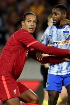 Fans van Liverpool én Hertha klappen handen stuk bij rentree Van Dijk