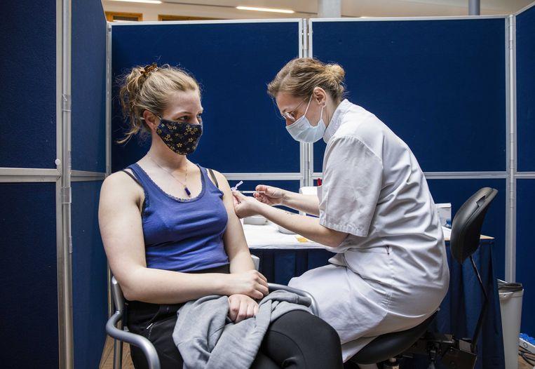 Uit onderzoek blijkt dat ruim 85 procent van de bevolking zich wil laten vaccineren, ruim boven het Europese gemiddelde.  Beeld ANP