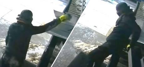 Inbrekers met opvallende handschoenen slaan driemaal toe op bedrijventerrein in Oldenzaal