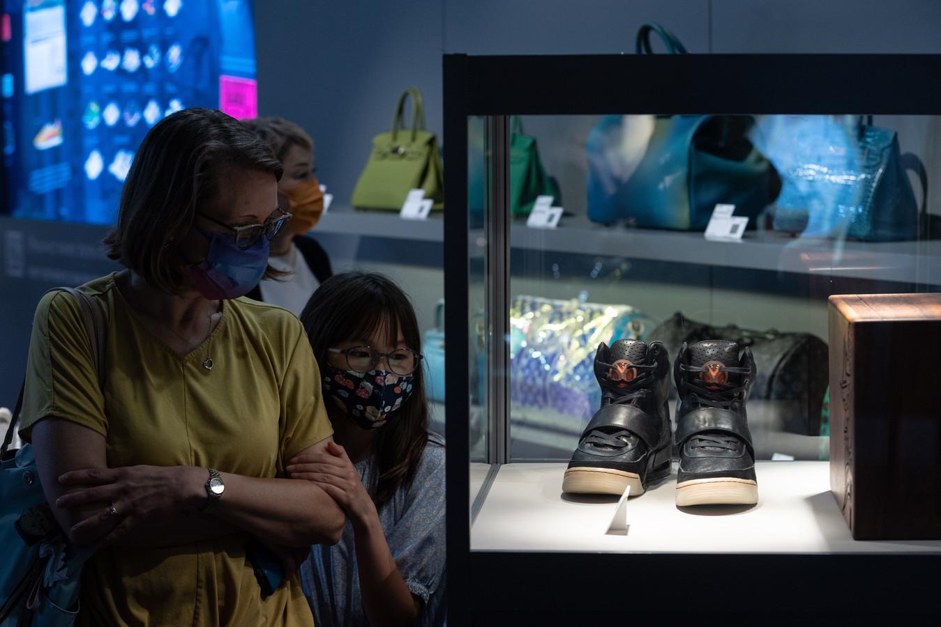 De Nike Air Yeezy 1-sneakers die in 2008 door Kanye West werden gedragen en onlangs voor 1,5 miljoen euro werden geveild.