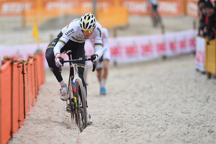 Mathieu van der Poel in het zand van Mol.