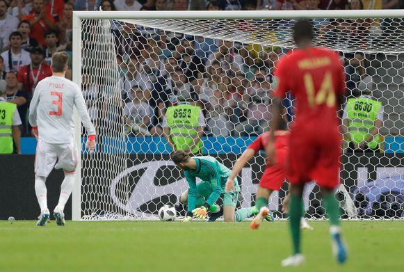44': David De Gea laat de bal door zijn handen glippen.