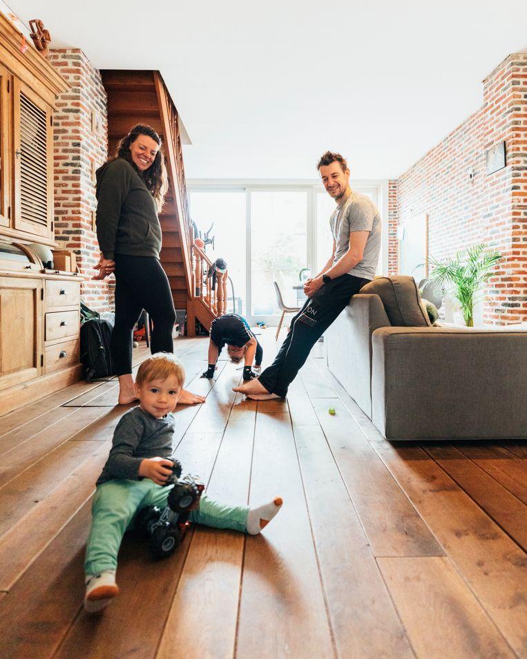 Na vijf jaar Lanzarote terug thuis, met twee kinderen extra, en bijgevolg een gebrek aan kamers. Beeld Rebecca Fertinel