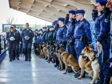 Indrukwekkend eerbetoon van Belgische agenten aan overleden politiehonden Drago en Blue
