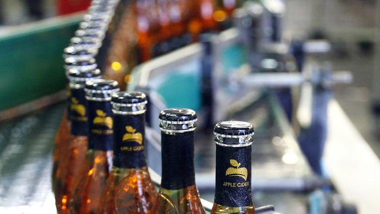 Appelcider bij Heinekendochter Stassen in België, die naast het eigen 'cidre' ook ander cidersmaken voor Heineken maakt, waaronde rhet nieuwe Apple Bandit. Beeld anp