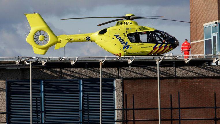 Een ANWB trauma helicopter op het dak van de VU Beeld Robin Utrecht/ANP
