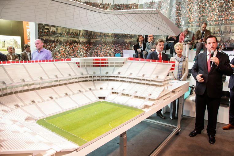 Paul Gheysens bij de voorstelling van een maquette van het nog te bouwen Eurostadion.
