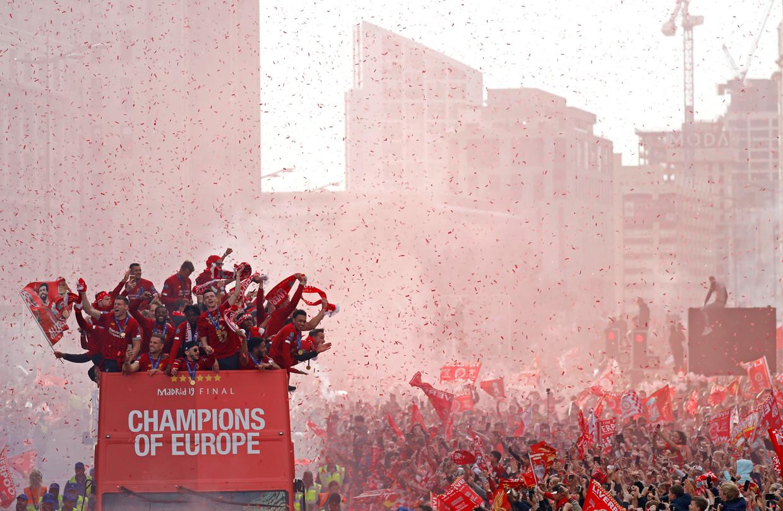 De spelers van Liverpool maken een triomftocht door hun stad nadat  ze de Champions League hebben gewonnen, 2 juni 2019.