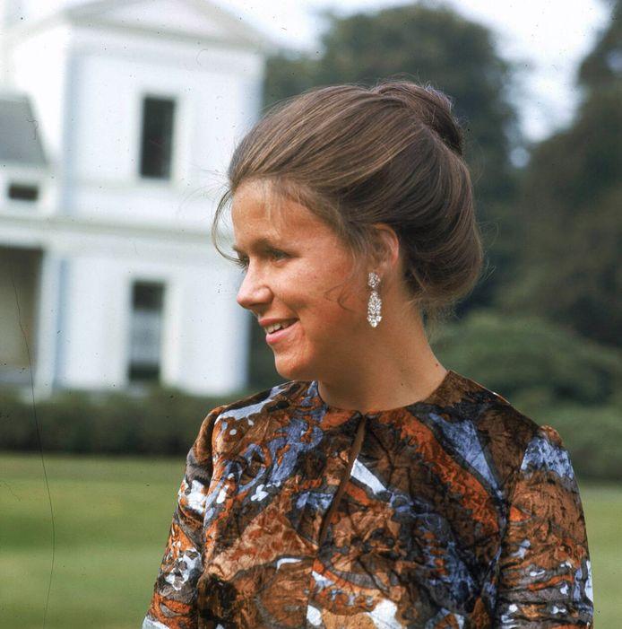 Prinses Christina in de achtertuin van Paleis Soestdijk, 1970.