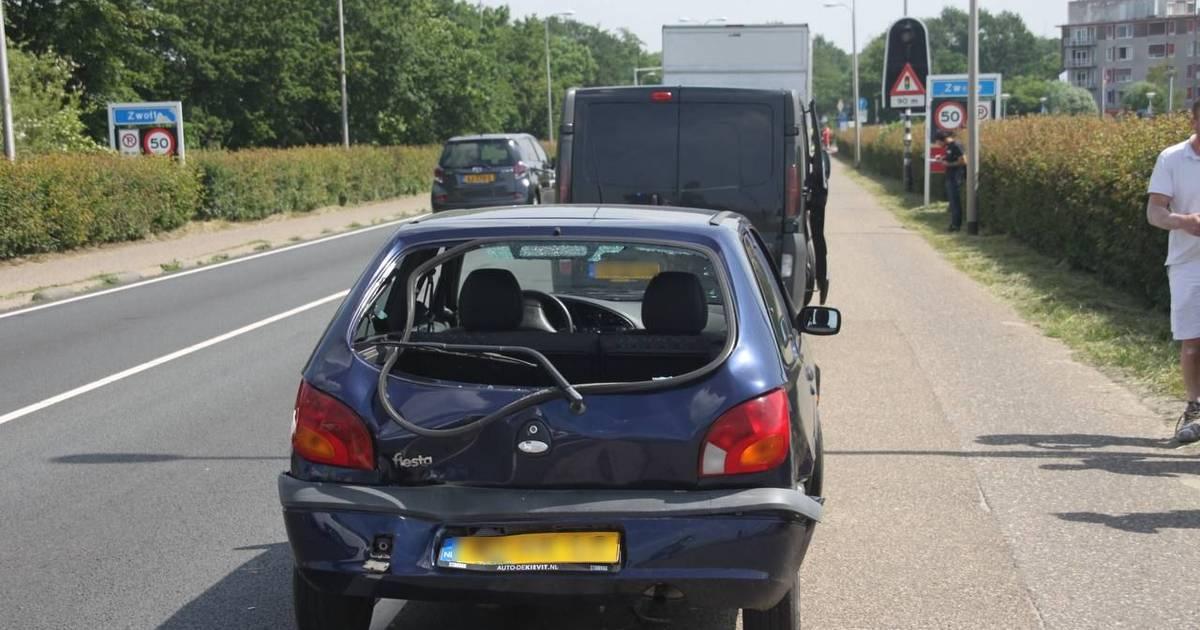 Aanrijding bij IJsselbrug Zwolle, een persoon naar het ziekenhuis.