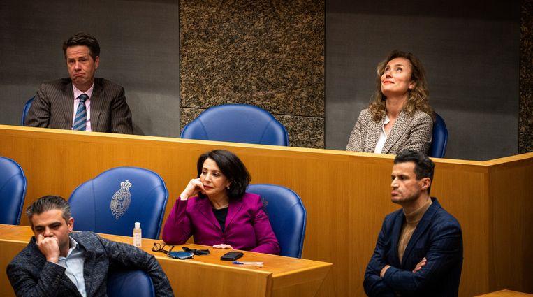 Bergkamp (rechtsboven) kreeg 74 van de 139 uitgebrachte geldige stemmen. Arib (midden) kreeg er slechts 38. Beeld Freek van den Bergh / de Volkskrant