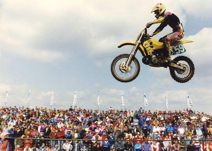 Eindwinnaar Stefan Everts torent in 1992 boven het duizendkoppig publiek uit op het Eurocircuit. De Belgische recordhouder behaalde 5 van zijn 101 GP-overwinningen in Valkenswaard.