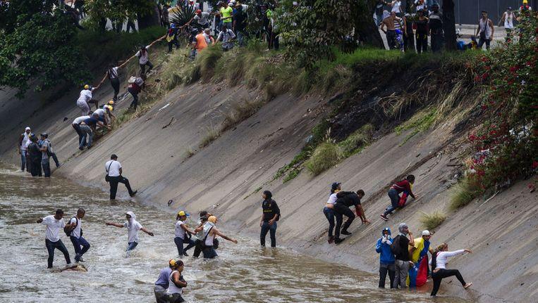 Manifestanten moesten vluchten. Beeld AFP