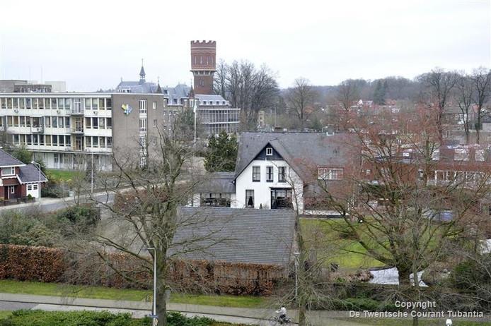 De borgstelling voor een lening uit 2009 die nodig was voor aankoop van de villa Rozenhof stond woensdagmiddag centraal in een kort geding bij de Almelose rechter.