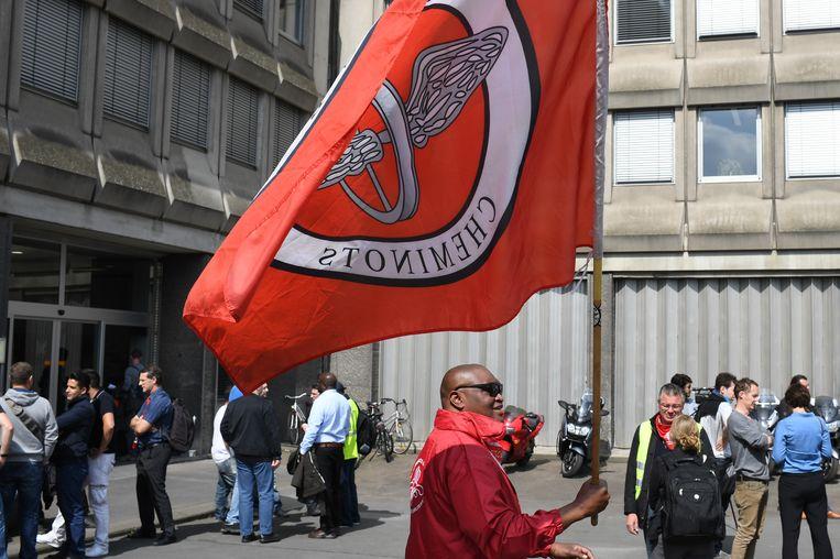 Vakbondsleden tijdens een spoorstaking in mei vorig jaar. Beeld BELGA