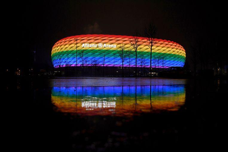 In januari van dit jaar werd de Duitse Allianz Arena al eens in regenboogkleuren gehuld. Beeld Pool via REUTERS