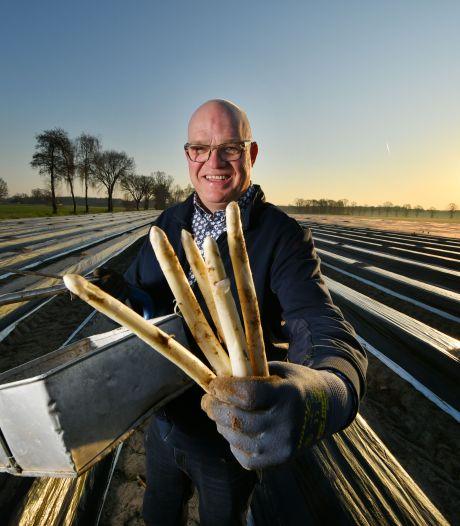 De zon schijnt precies op tijd voor Harry Lubberink: 'Hebben nog nooit zo vroeg asperges gehad!'