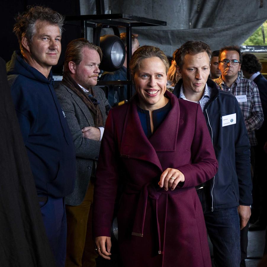 Minister Carola Schouten van Landbouw, Natuur en Voedselkwaliteit, met achter haar Bart Kemp van Agractie