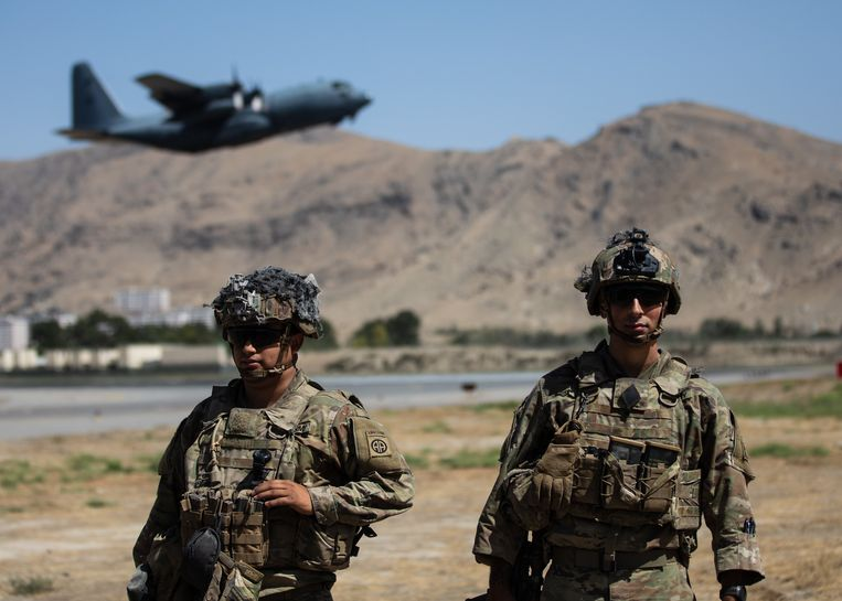 Amerikaanse soldaten controleerden de luchthaven van Kaboel tot maandagavond.  Beeld s