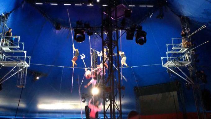 Menselijke piramide van acrobaten valt uit elkaar: vrouw levenslang verlamd