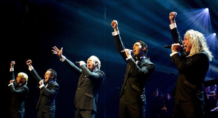 2010-12-06 AMSTERDAM - Gordon en zijn mannengroep Los Angeles, The Voices tijdens het optreden, maandag in Koninklijk Theater Carré in Amsterdam.ANP KIPPA ROBIN UTRECHT Beeld ANP Kippa