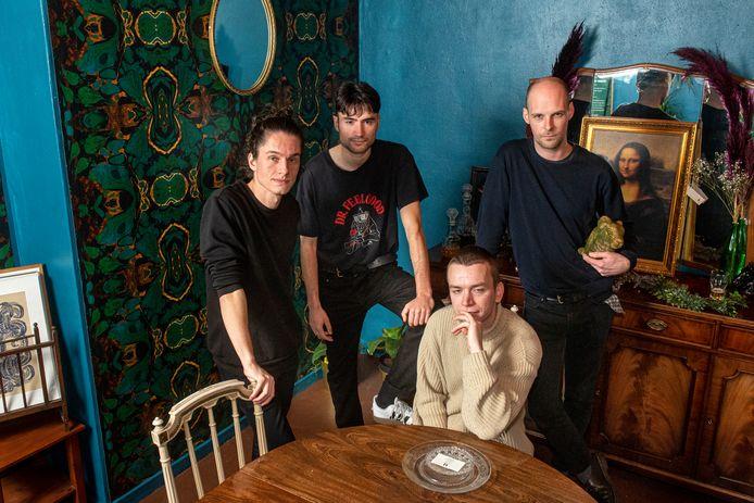 Paracetamøl, met van links naar rechts: Jamil Molenaar, Joey Pechler, Guus van Tiem en Guus ten Klooster.