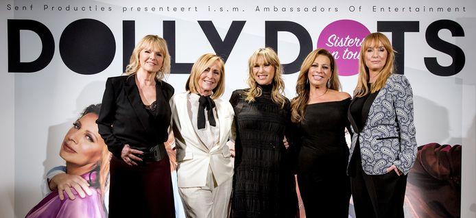 De dames van de Dolly Dots, Angela Kramers, Angela Groothuizen, Anita Heilker, Esther Oosterbeek en Patty Zomer tijdens de persconferentie over hun plannen voor een nieuwe reeks concerten in Nederland.
