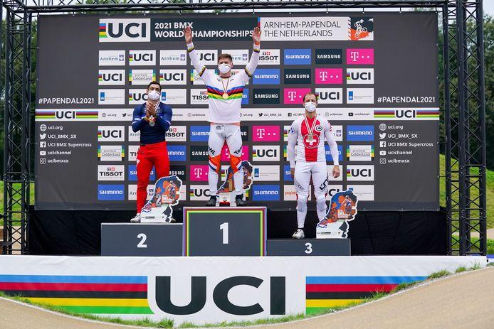 De Nederlander Niek Kimmann mocht de regenboogtrui aantrekken op het WK BMX.