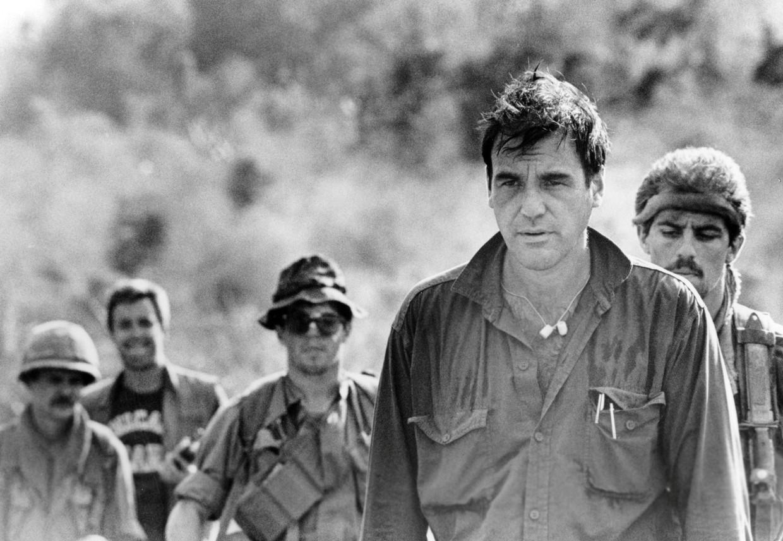 Oliver Stone op de set van 'Platoon' in 1986. Beeld Getty