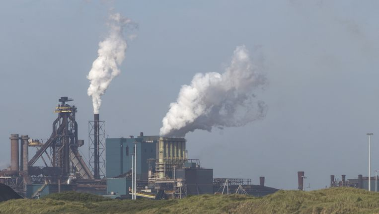 Fabriek van TaTa Steel, voormalig Hoogovens. Beeld Martijn Beekman